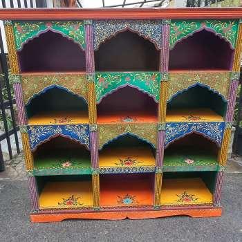 Libreria multicolore autentica indiana