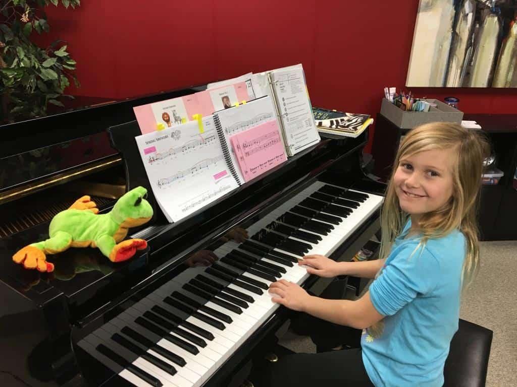 piano-safari-tree-frog