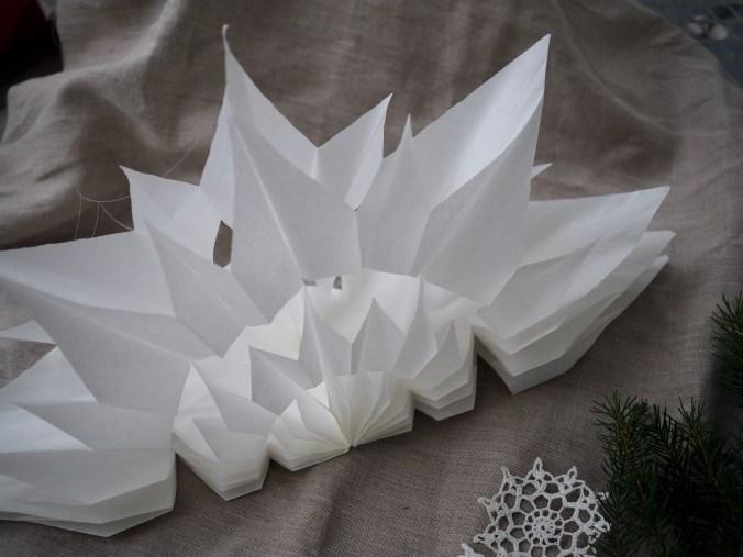taittele paperipusseista joulutähti