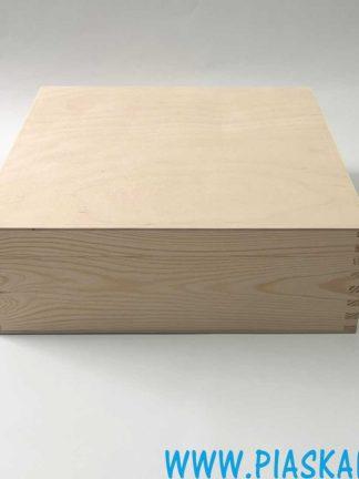 drewniana skrzynka na prezent