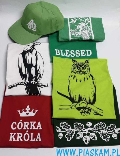 nadruk dowolny na czapkach koszulkach