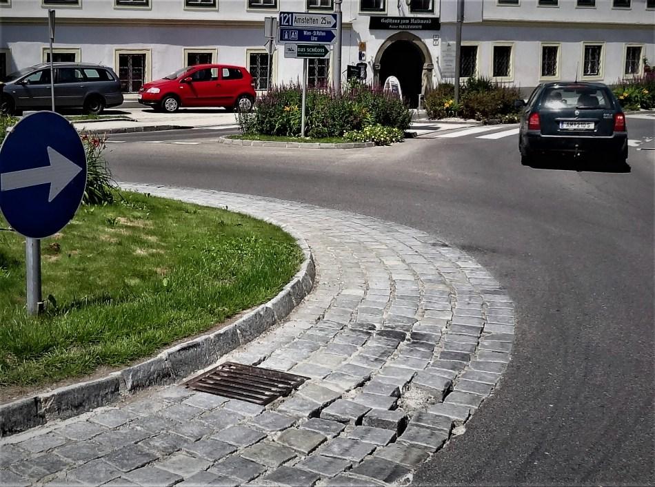 Pflaster Halbmond kreisverkehr