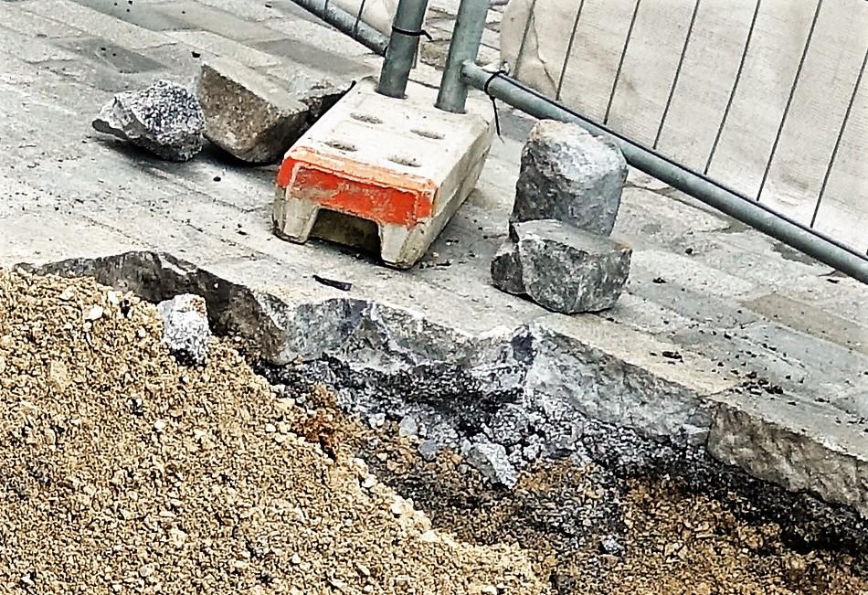 Pflaster Sparkasse Steinschremmung nahe