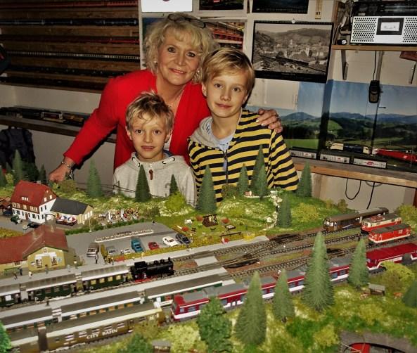 Eisenbahnanlage Wachauer mit dampfender Lok 2 5