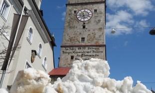 Ertser Schnee beim Stadtturm