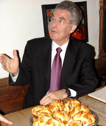 Dr. Fischer mit den Briocheigel