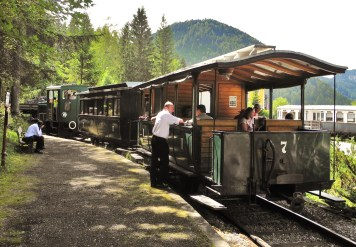 Straßenbahn Erlaufsee Mariazell Zug offene Waaggons