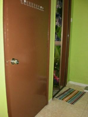 Pintu yang baru diganti...pintu murah je