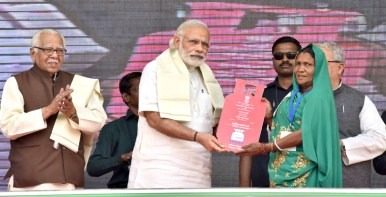 The Prime Minister, Shri Narendra Modi distributing the free LPG connections to the beneficiaries, under PM Ujjwala Yojana, at Ballia, Uttar Pradesh on May 01, 2016. The Governor of Uttar Pradesh, Shri Ram Naik is also seen.