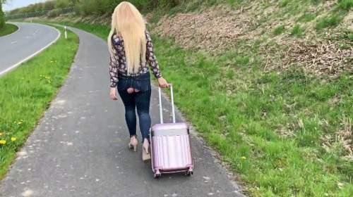 Stalker am Flughafen - mit Fickschlitzjeans verfolgt bis ins Gebüsch ! Zerfickt und Arsch bepisst :-P