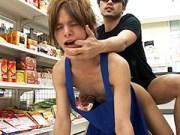 コンビニ店員が客に脅され性行為!店内でアナルファック@素人 盗撮