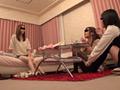 姉とその友達を睡眠薬で眠らせて体を貪る弟の記録映像のサンプル画像