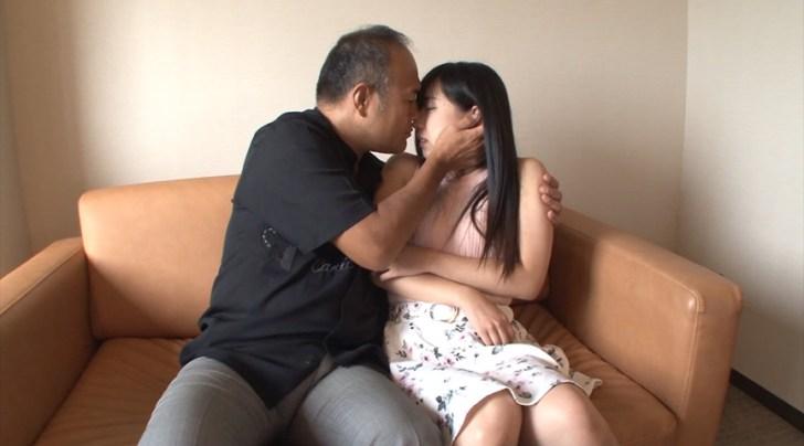 夫に内緒で他人棒SEX 特別編 保育士妻 みひなさん