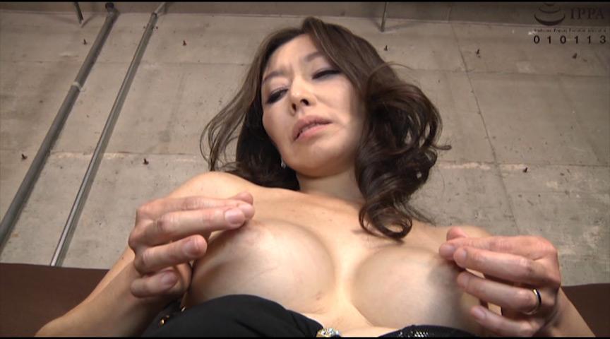 人妻の勃起乳首 画像 6
