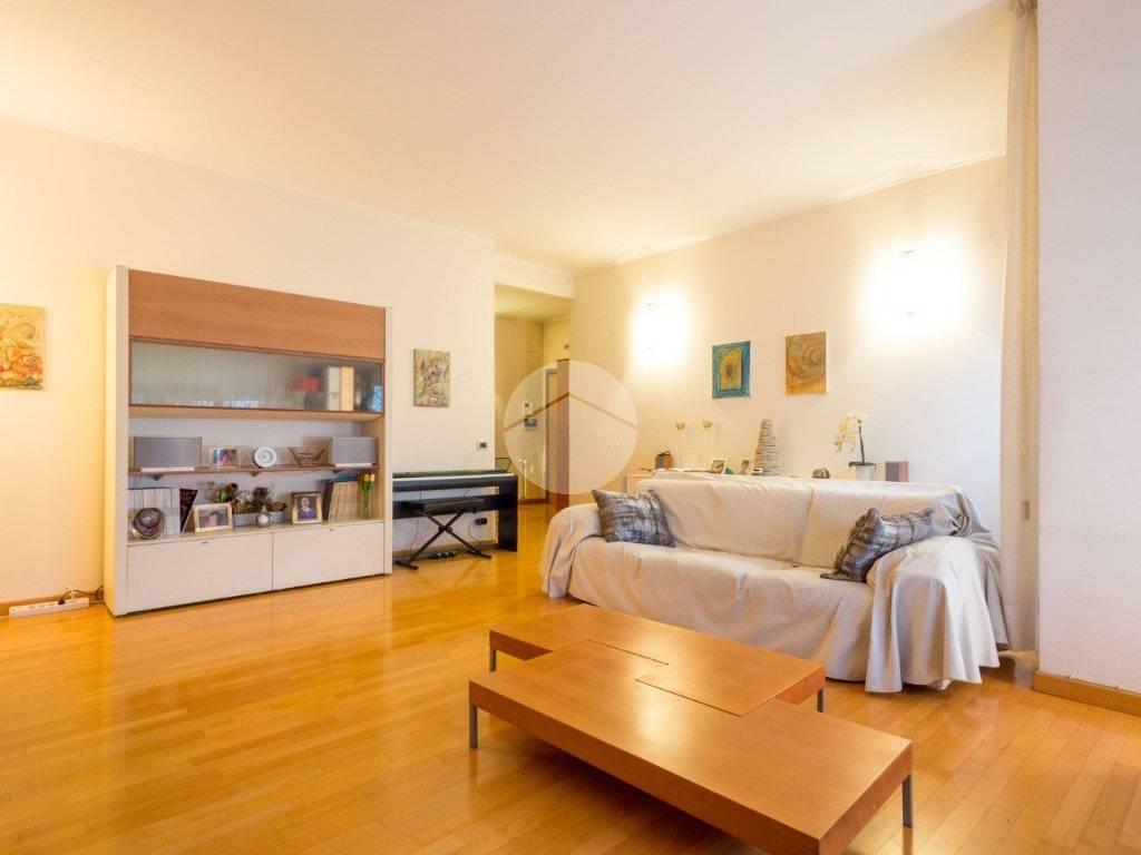 Vendita Appartamento Roma Quadrilocale In Piazza Ugo Da