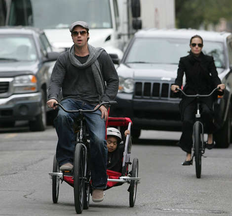 brad-pitt-angelina-bike.jpg