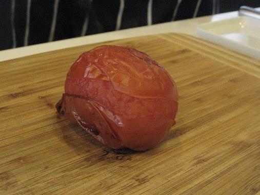 烤熟番茄輕易可去皮.JPG