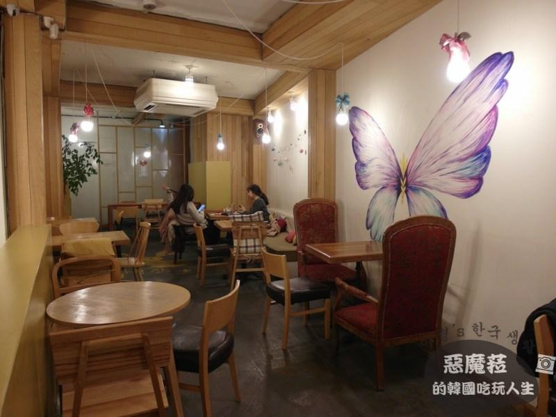 ●韓國咖啡廳│【三清洞─咖啡星 綠轉杯 之滿滿綠兔子塗鴉裝飾好童趣】삼청동 커피별 녹색잔