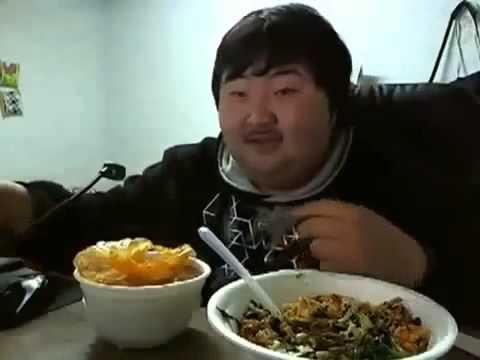 胖子吃東西.jpg