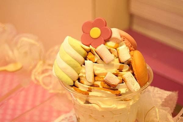 台北特色冰淇淋-BonBon Planet。韓國冰淇淋mix法式甜點的創意冰品
