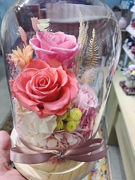 台北質感花店推薦,永生花玻璃罩粉色.JPG