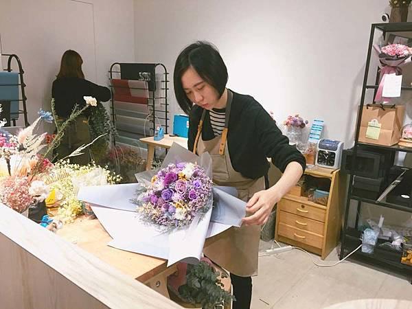 代客送花送桃園,花藝師包裝花束.jpg