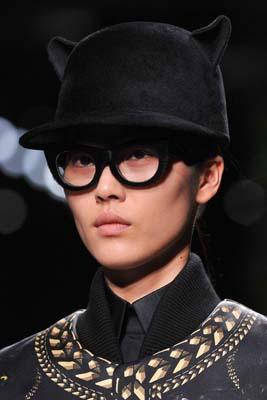 Givenchy F/W 2011 - Liu Wen
