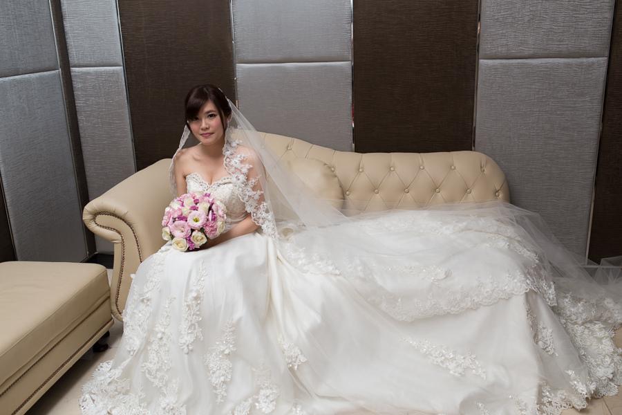 新秘Yuki│白紗造型│新娘包頭│新娘長頭紗