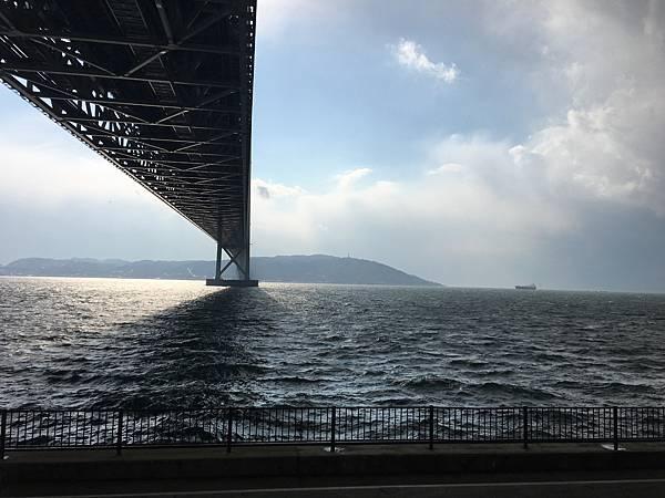 [ 2017一個人的京阪神 ] Day3-神戶-明石跨海大橋,舞子展望台,狂風中走透明走廊的特殊體驗,戴兩層帽子都不夠