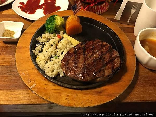 [ 食,台中 ] 史提克先生Mr.Steak健行店,CP值高的牛排餐廳,還有無限續的薯條哦!大推!!!