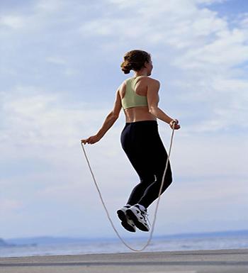 跳繩減肥的正確方法 跳繩減肥的動作要領 - 天天健康