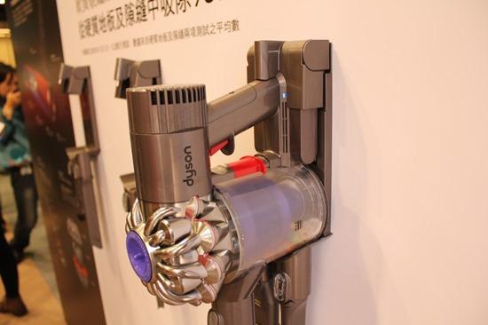 Dyson 發表 DC74 Fluffy 無線吸塵器,全新吸頭  大小顆粒不漏吸 DysonDC74Fluffy26