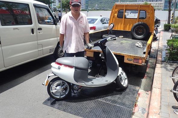 [獨家] gogoro 第一次顧路就上手!道路救援全紀錄 P7070611