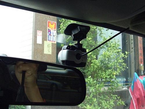 行車紀錄器選擇與安裝方法,教你如何把道路狀況拍清楚 6a4286999d46
