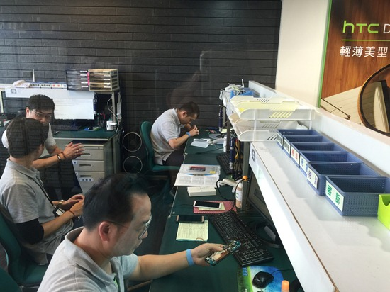手機送修免回原廠!HTC 台北台中高雄大型專賣店推出駐廠維修服務 HTC1