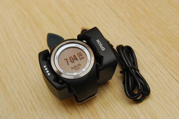 EPSON 專業級路跑教練運動錶 RUNSENSE SF-710 可連續使用 30 小時 DSC_0095