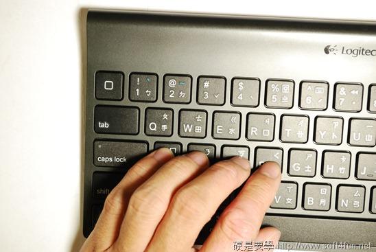 【開箱文】羅技 iPad 鍵盤立架組 - 再也不用忍受螢幕鍵盤的折磨啦! DSC_0059