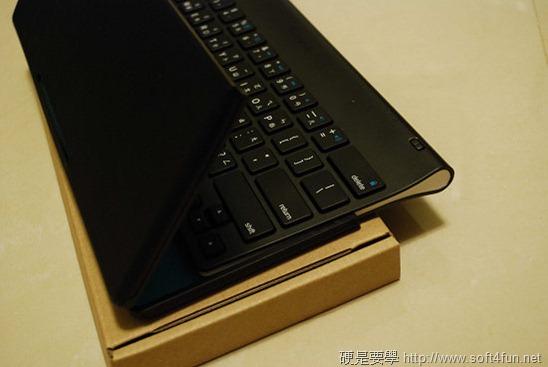 【開箱文】羅技 iPad 鍵盤立架組 - 再也不用忍受螢幕鍵盤的折磨啦! clip_image004