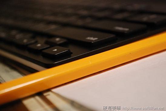 【開箱文】羅技 iPad 鍵盤立架組 - 再也不用忍受螢幕鍵盤的折磨啦! clip_image013