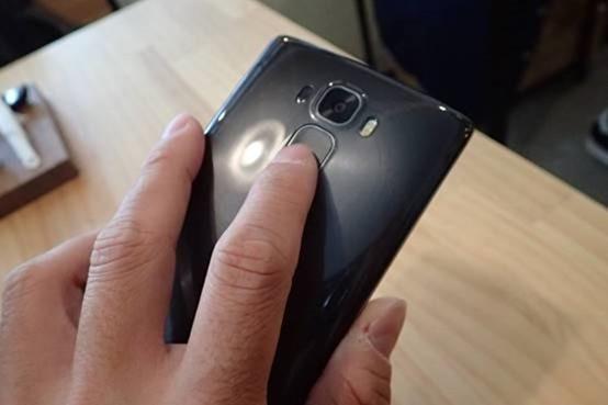 擁有曲面螢幕的旗艦手機 LG G Flex2 開箱評測,旗艦規格不旗艦的價格 clip_image008