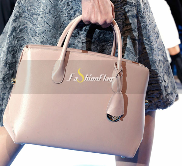 Dior-Fall-2013-is-full-of-pretty-purses-and-Warhol-prints