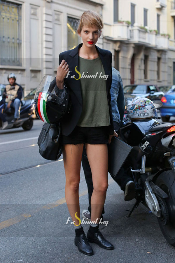 Models-after-Prada-street-style-gallery-Street-style-05