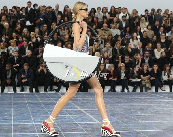 Love-it-or-Leave-it-The-Chanel-Hula-Hoop-Bag