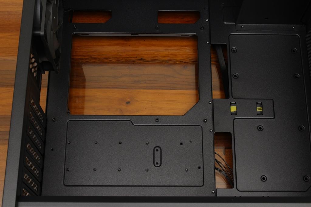 安鈦克Antec P10 FLUX靜音機殼-獨創F-LUX風流架構,靜冷再升級7706