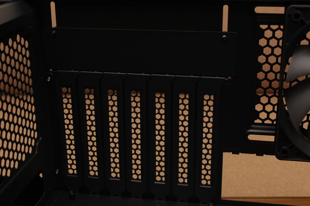 安鈦克Antec P10 FLUX靜音機殼-獨創F-LUX風流架構,靜冷再升級5048