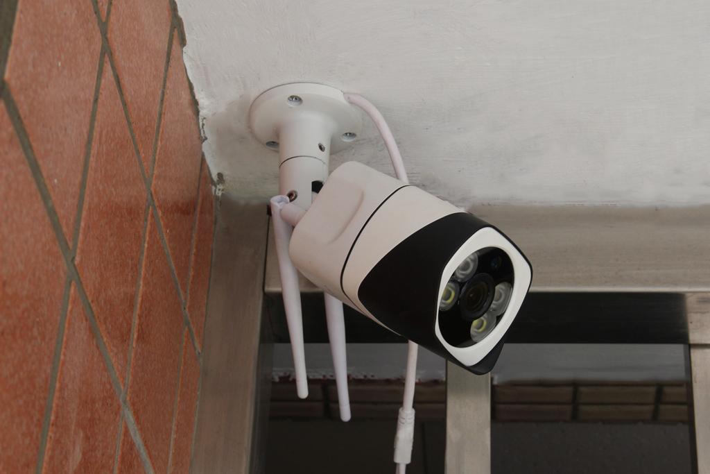 菲米斯FAMMIX D2 300萬畫素全彩夜視戶外照明WiFi攝影監視器-居家安全隨時掌握 - 25