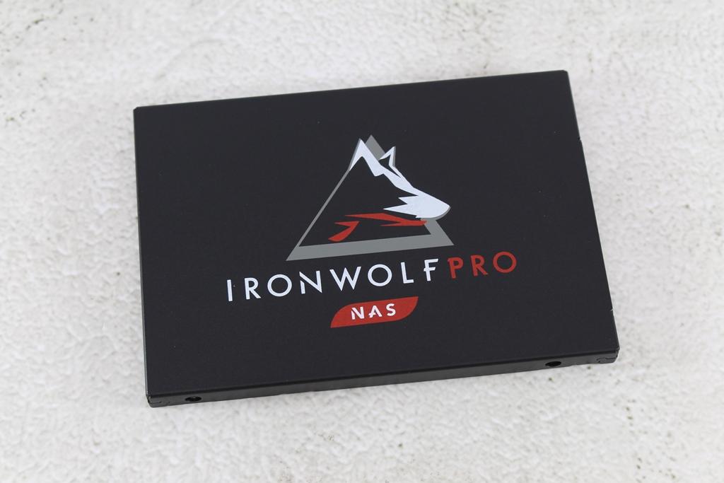 希捷Seagate IronWolf Pro 125 SSD-大容量3.84TB固態硬碟+優質五年...8560