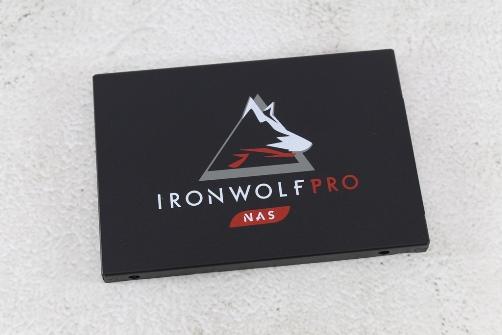 希捷Seagate IronWolf Pro 125 SSD-大容量3.84TB固態硬碟+優質五年...6743