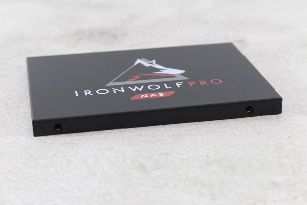 希捷Seagate IronWolf Pro 125 SSD-大容量3.84TB固態硬碟+優質五年...7156