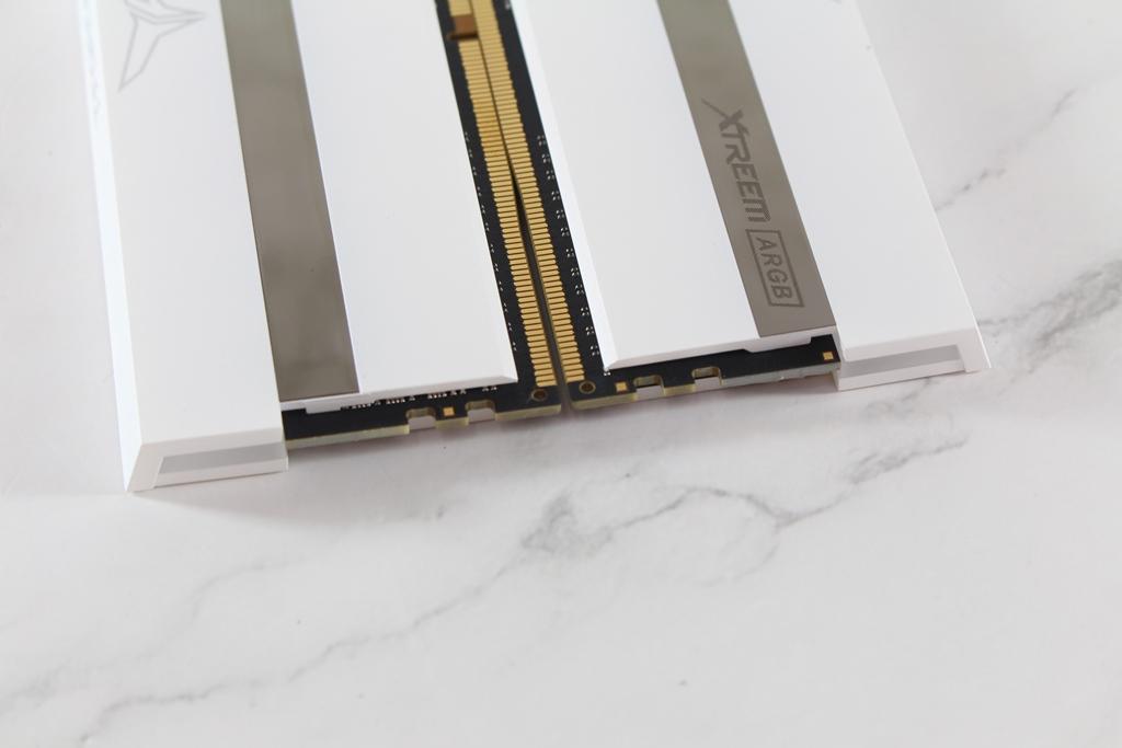 十銓T-FORCE XTREEM ARGB DDR4-3600 White Edition超頻記憶體-超美雪...6800